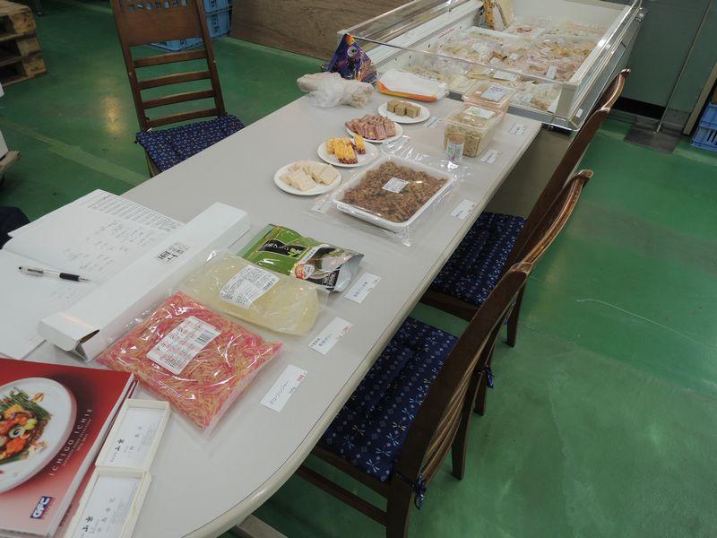 山京店内で秋冬年末商材展示案内会開催。サンプル、試食も沢山用意していました。