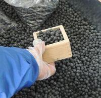 乾物市での黒豆枡量り売り